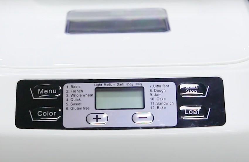 Der Aucma BM1333-ABrotbackautomat ist im schlichten Weiß gehalten.