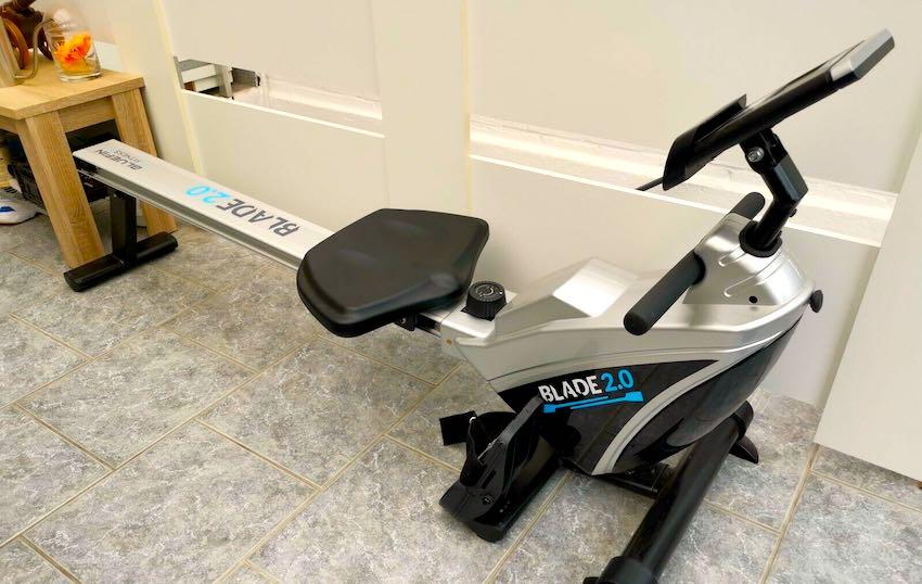 Das Bluefin Fitness Blade 2.0 Rudergerät nach dem Aufbau.