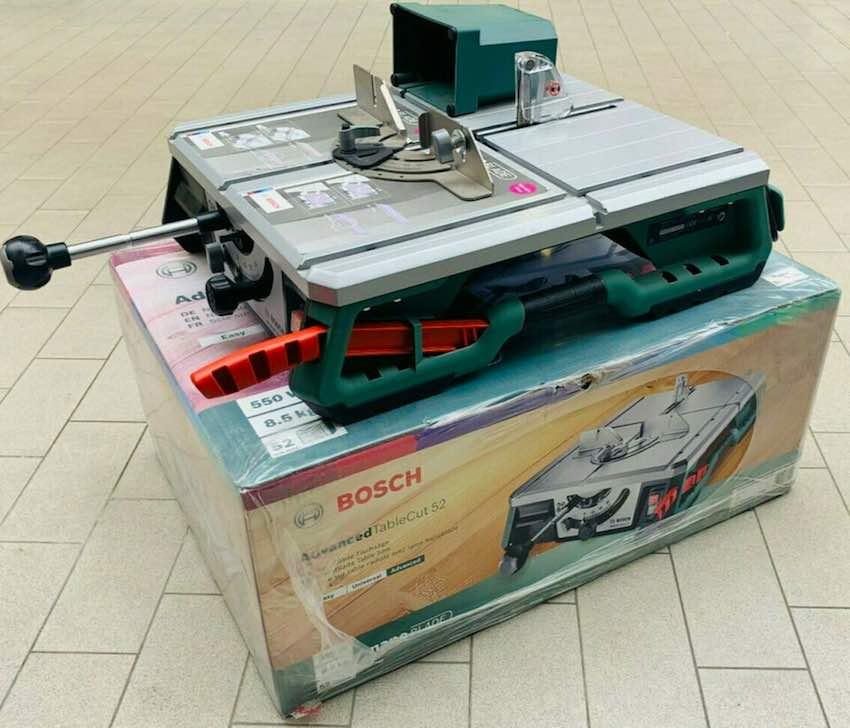 Eine ausgepackte Bosch Advanced Table Cut 52 Tischkreissäge bereit für den Testeinsatz.