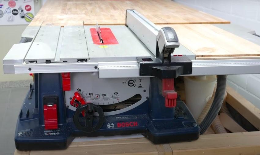 Die Bosch Professional GTS 10 XC Tischkreissäge nach einigen Testeinsätzen.