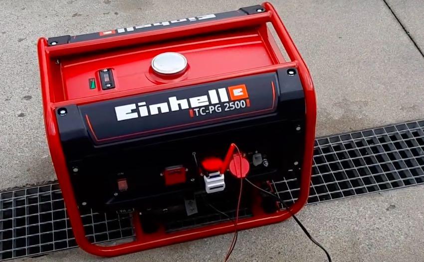 Der Einhell TC-PG 2500 Benzin-Stromerzeuger bereit zum Test.