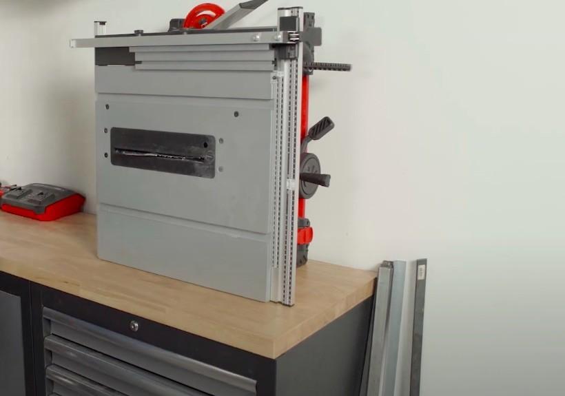 Die Einhell TE-TS 36/210 Akku-Tischkreissäge lässt sich problemlos in jeder Ecke verstauen.