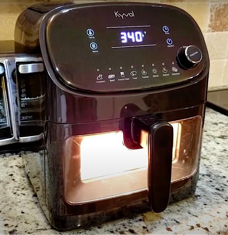 Die Kyvol XXL AF60 Heißluftfritteuse hat ein Fassungsvermögen von 5,7 Litern.