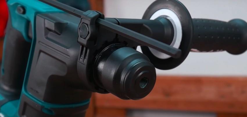 Die Werkzeugaufnahme des Makita DHR171RAJ Akku-Bohrhammers ist passend für SDS-Plus.