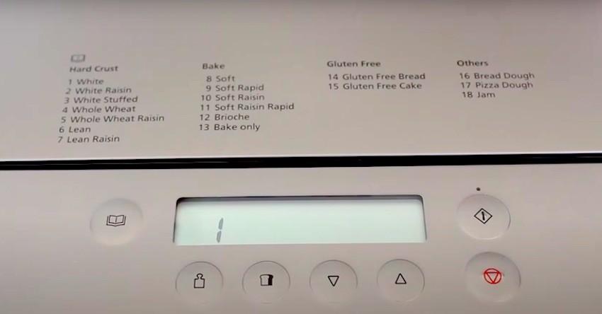 Das Bedienfeld des Panasonic Croustina SD-ZD2010 Brotbackautomats ist gut verständlich.