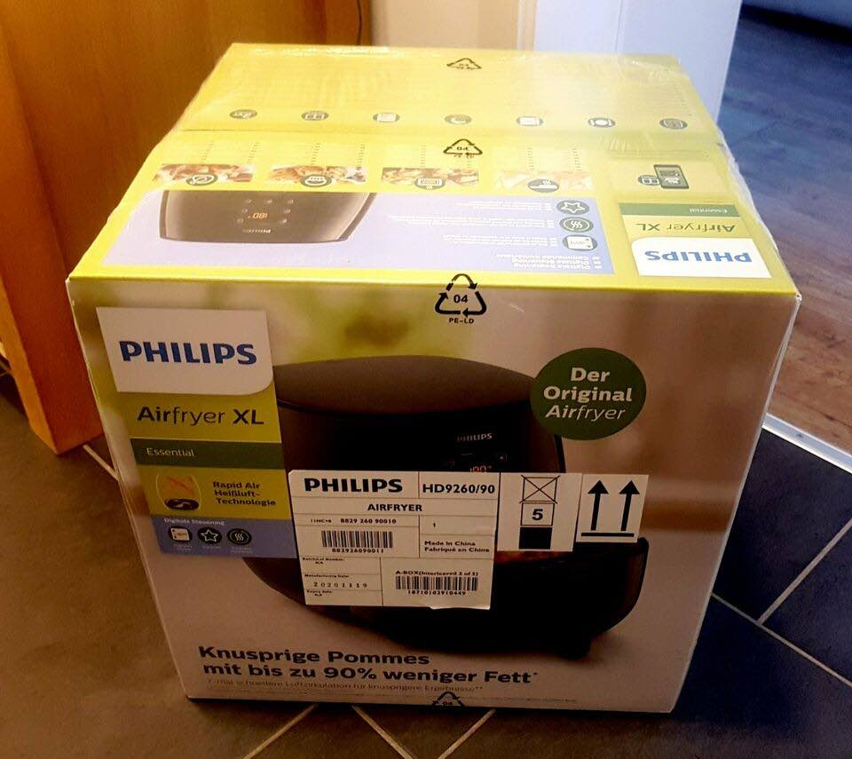 Die Philips HD9260/90 Heißluftfritteuse noch im Karton.