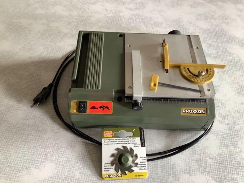 Die kleine Modellbau-Tischkreissäge Proxxon KS 230.