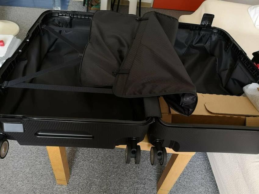 Der Samsonite Magnum Spinner 75 Hartschalenkoffer fasst 91 Liter Gepäck.