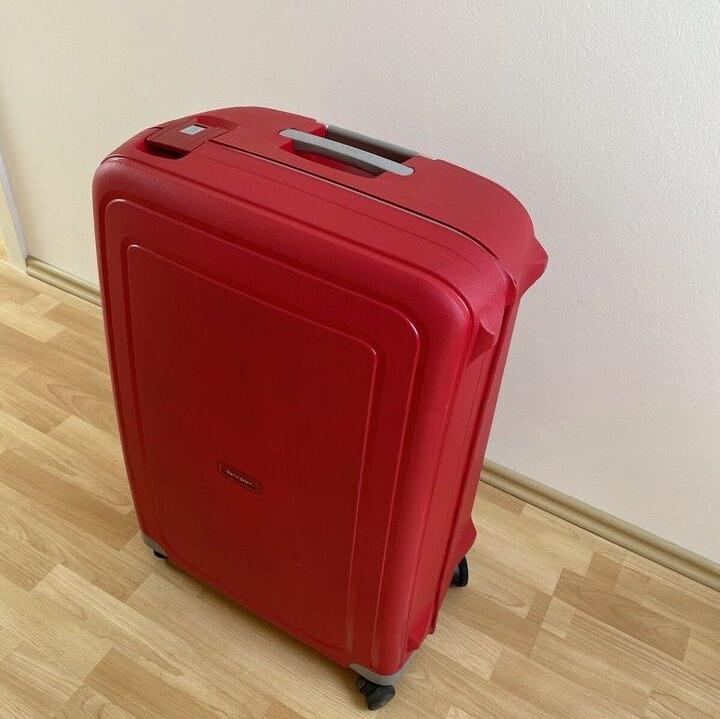 Der Samsonite S'Cure Spinner XL 81 cm Koffer von vorne...