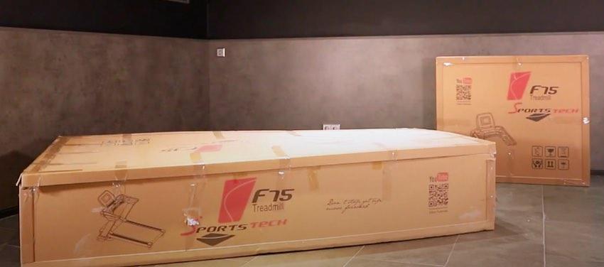 Das Sportstech F75 Laufband wird in 2 Kartons geliefert und wiegt insgesamt 150 Kilogramm.
