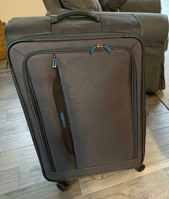 Der Travelite Crosslite 77 cm Weichschalenkoffer nach dem Auspacken.