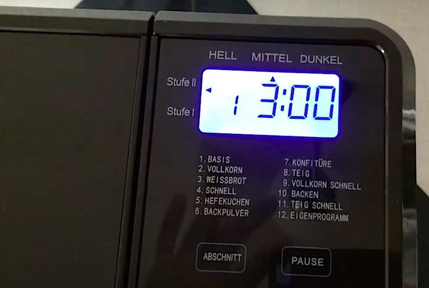 Der Unold Backmeister Top Edition Brotbackautomat verfügt über 11 Backprogramme und ein Speicherplatz für eigene Kreationen.