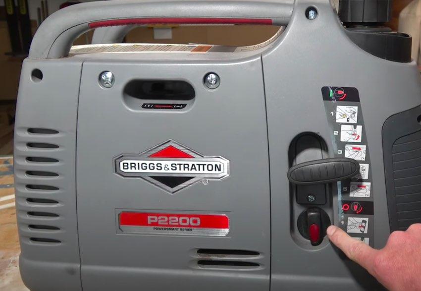 Der Ein- und Ausschalter beim Briggs & Stratton P2200 Notstromaggregat.