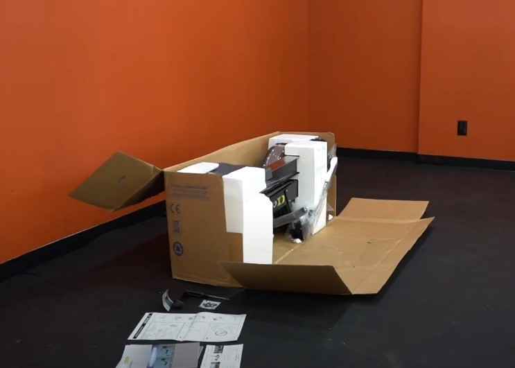 Das Concept2 Rudergerät Model D wird in einem großen Karton geliefert.