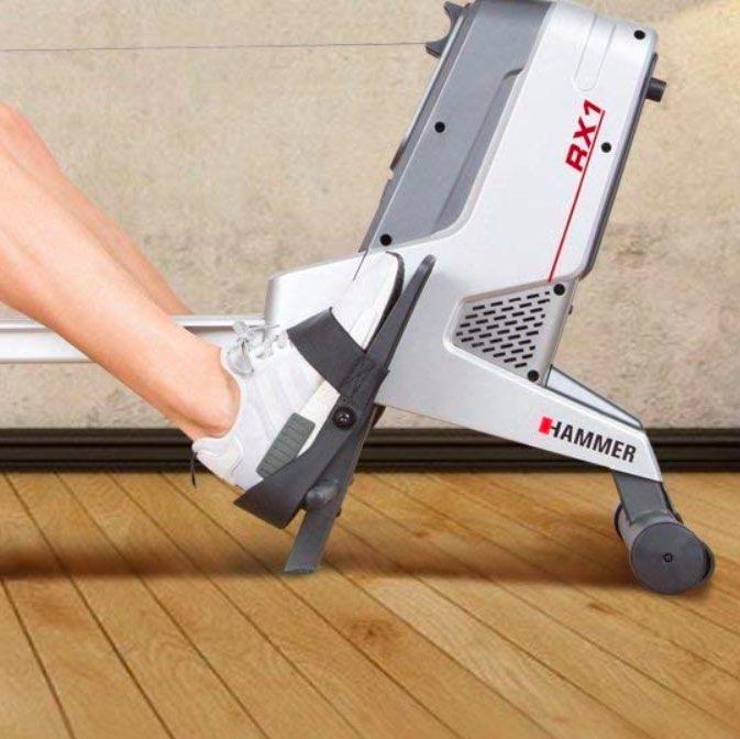Die Fußrasten des Hammer RX1 Rudergeräts lassen sich gut festziehen.