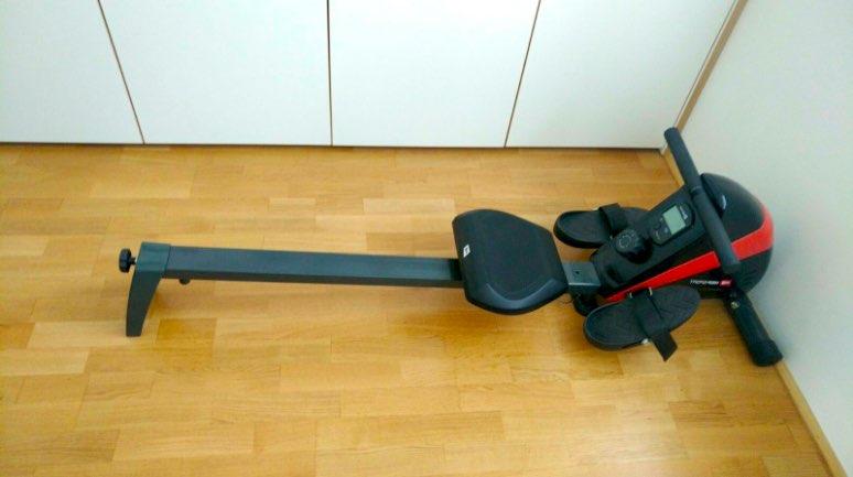 Das Hop-Sport HS-030R BOOST Rudergerät nach dem kinderleichten Zusammenbauen.