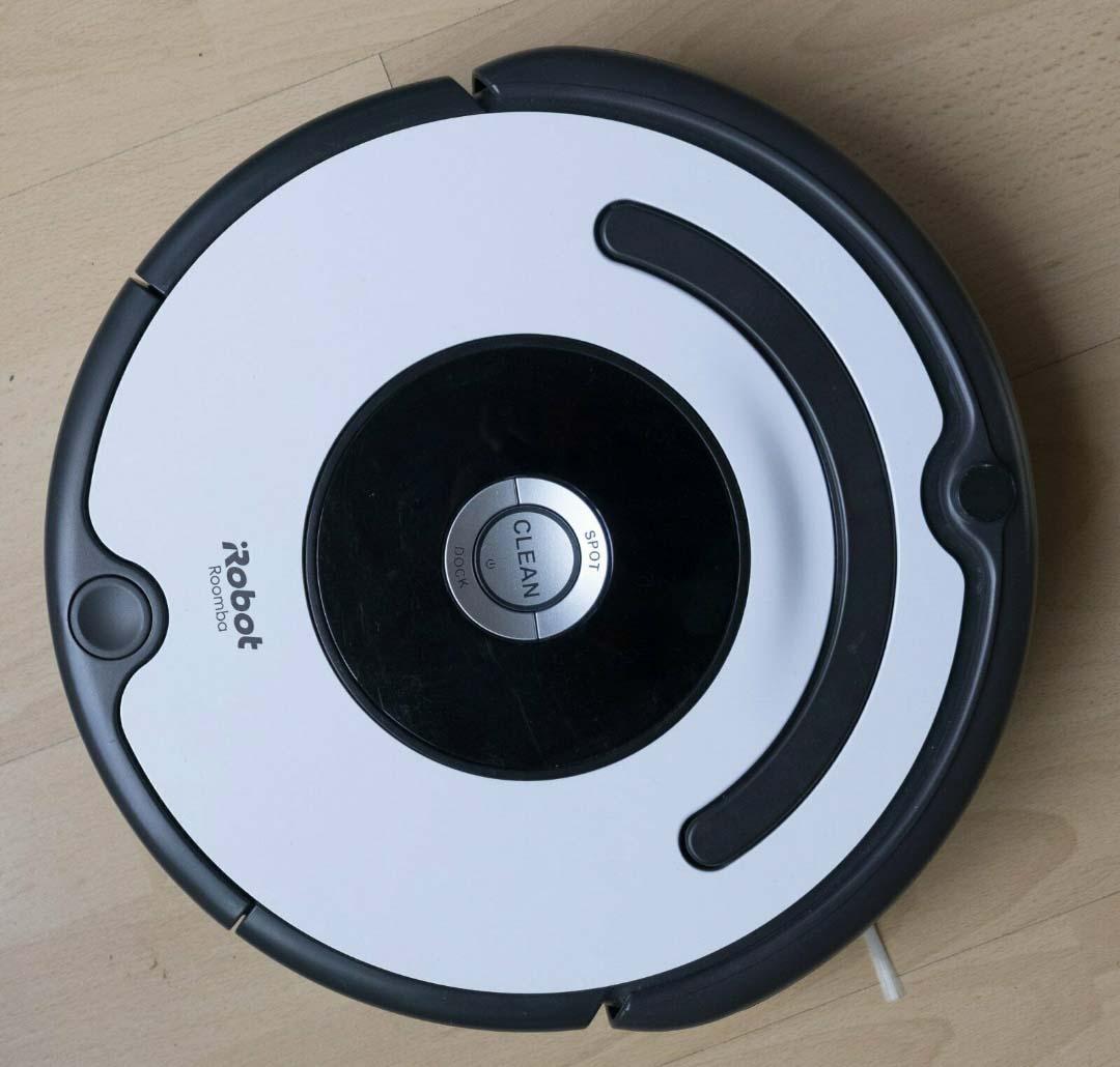 Der iRobot Roomba 675 von oben.