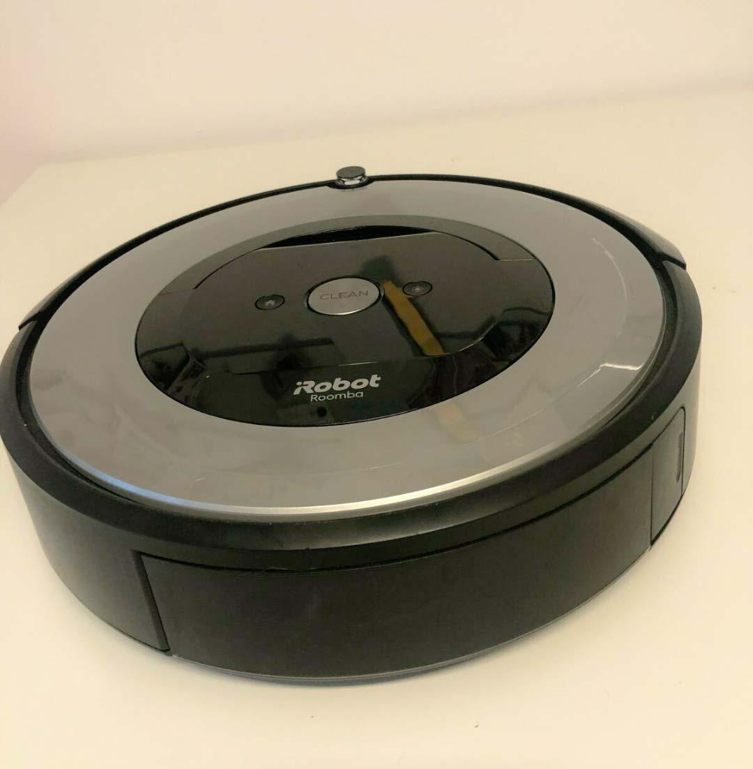 Der iRobot Roomba e5 bereit für die Testfahrt.