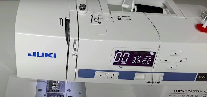 Das Bedienpanel der Brother Innov-is 10 a Anniversary Nähmaschine mit den 16 verfügbaren Stichprogrammen.