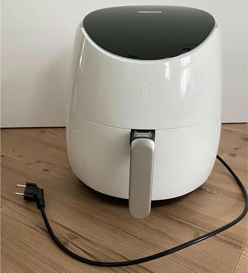 Die Medion 5L XXL Heißluftfritteuse passt mit ihrem minimalistischen, schicken Aussehen in so gut wie jede Küche.