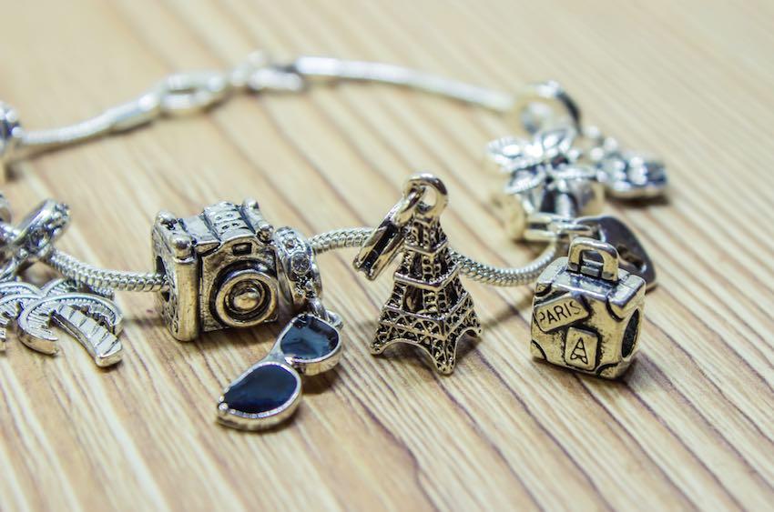 Pandora-Armband für Reisebegeisterte.