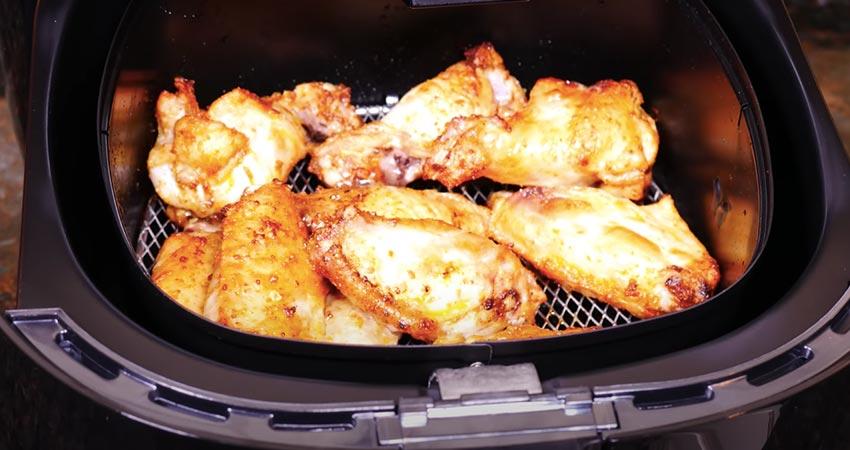 Chickenwings aus der Philips HD9220/20 Airfryer Heißluftfritteuse.