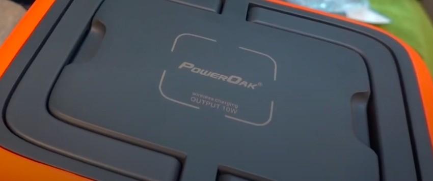 Praktisch: Der Wireless-Ladebereich des PowerOak AC50 für Smartphones und andere kompatible Geräte.