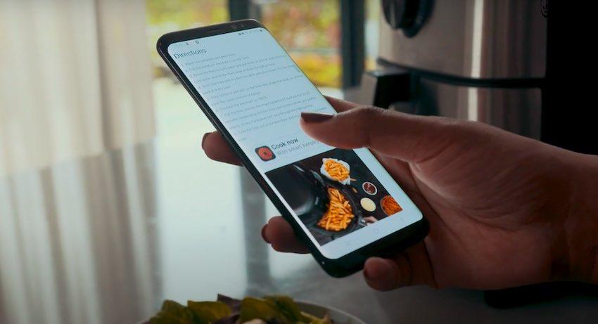 Die Bedienung via Smartphone mit der Möglichkeit, Rezepte an die Heißluftfritteuse zu senden, gehört zu den Highlights des Princess 182037 Smart Airfryers.