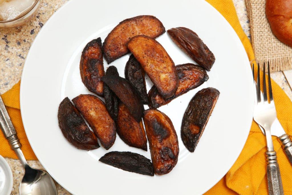 Verbranntes Frittiergut aus einer klassischen Öl-Fritteuse