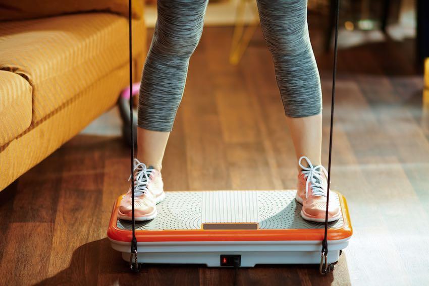 Regelmäßiges Training auf der Vibrationsplatte hilft nachweislich beim Abnehmen.